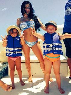 Ariel Winter Hits Back at Body Shamers: What a Girl Wears Does Not Imply She's 'Asking For It' - The 17-year-old actress responded publicly to the deluge of negative comments on this photo of her in a two-piece swimsuit and accompanied by her young nieces.