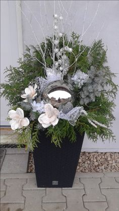 Moje letošní truhlíky.. Christmas Door, Christmas Time, Merry Christmas, Holiday, Outdoor Christmas Planters, Outdoor Christmas Decorations, Living Room Decor Fireplace, 60 Wedding Anniversary, Faux Flower Arrangements