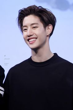 Dark haired Mark is slaying my soul