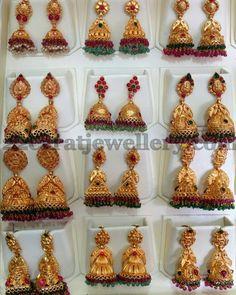 Jewellery Designs: Multiple Jhumkas in Antique Work Gold Jhumka Earrings, Gold Earrings Designs, Gold Jewellery Design, Antique Earrings, Antique Jewelry, Gold Jewelry, Jumka Earrings, Antique Gold, India Jewelry