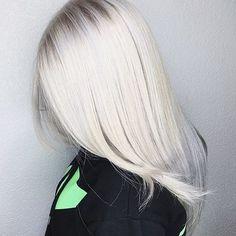 Очень хотела холодный чистый блонд долгое время не получалось Но я попала в салон @studiya_preobrajeniya где мне сделали этот шикарный цвет который я очень очень хотела спасибо , теперь только к вам ☺️еще мне сделали кератин и уход,цвет стал насыщенней а волос мягче