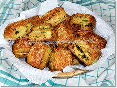 Medvehagymás-túrós pogácsa. Hungarian Recipes, Hungarian Food, Flatbread Pizza, Tandoori Chicken, Healthy Life, Biscuits, French Toast, Bakery, Food And Drink