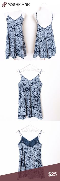 """Denim Tropical Print Babydoll Dress Topshop ⑊ Size 4  ⌁ Measurements: 30"""" length 17"""" pit-to-pit adjustable straps  ⌁ Material: unknown  ⌁ Condition: Used a couple of times. Great condition. No visible wear!  Comment below if you have any questions. Please make all offers using the """"offer"""" button. No trades. No holds. Comes from a smoke-free/pet-free home. Not responsible for lost/damaged mail. All sales are final. ♡ Topshop Dresses Mini"""
