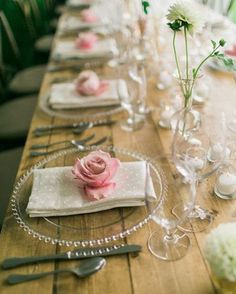 Details that add a little touch of color. The clear chargers so you can see the farm table and the la Tavola linen, well, those are just luscious! Photo/ Matt Ehnes Photography @mattehnes Styling/Katalin Green Table & silverware @montanapartyrentals  Linen/ La Tavola