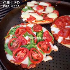 Satisfy that pizza craving without the delivery! Fix, approved grilled pita pizza. // 21 Day Fix // 21 Day Fix Approved // fitness // fitspo //motivation // Meal Prep //Meal Plan // Sample Meal Plan// diet // nutrition // Inspiration // fitfood // fitfam // clean eating // recipe // recipes