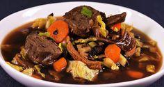 Gemuese-Rindfleisch-Suppe im MisoStyle mit Olivenblaettern