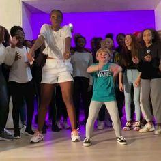 just dance Dancing like a pro Just Dance, Dance Is Life, Dance Class, Dance Choreography Videos, Dance Music Videos, Funny Dance Videos, Funny Short Videos, Funny Video Memes, Funny Baby Memes