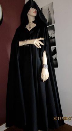 Zwarte wol blend mantel volledige cirkel mantel ~ JediRobes mantel Capes Hooded Cloak ~ middeleeuwse mantel aangepaste maken lange mantel. Vampire Capes met kap, zwarte Capes ~ aangepaste maken Capes voor alle leeftijden. Deze mantel is wol mix weefsel. Veel ruimte en gemakkelijk te