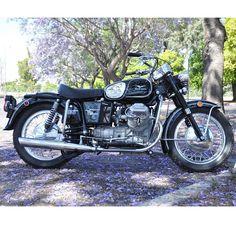 Moto Guzzi Eldorado Police - Right Side Moto Guzzi Motorcycles, Scrambler Motorcycle, Cars And Motorcycles, Bobber, Guzzi V7, Classic Bikes, Motorcycle Accessories, Motogp, Cool Bikes