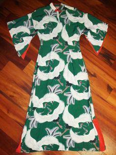 Hawaiian Wear, Vintage Hawaiian, Hawaiian Dresses, 1940s Fashion, Vintage Fashion, Muumuu, Mandarin Collar, Asian Style, Vintage Outfits