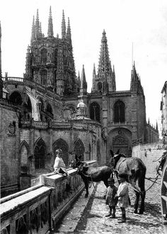 Burgos Cathedral, Spain, 1922 M. Types Of Photography, Street Photography, Old Pictures, Old Photos, Civil War Photos, Monochrome Photography, Oh The Places You'll Go, Barcelona Cathedral, Travel Photos