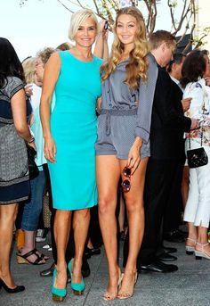 Yolanda Hadid, mãe da Gigi Hadid com a filha.