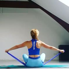 Resistance band exercises for arms and shoulders - Resistance band workout - Fitness Workouts, Sport Fitness, At Home Workouts, Fitness Models, Fitness Motivation, Band Workouts, Resistance Band Exercises, Resistance Band Arms, Shoulder Workout