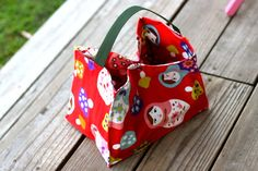 Oilcloth Lined Lunch Tote Tutorial from Prudent Baby