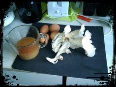 Pequeno almoço | Breakfast  Sumo de ameixa, ovos e cogumelos caseiros ;)