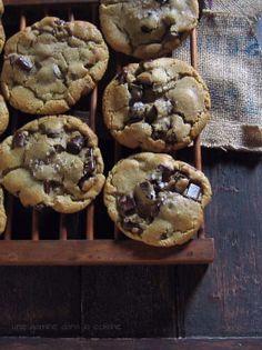 Dark Chocolate Chunk & Darjeeling Tea Cookies via Une Gamine dans la Cuisine #recipe