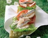 "Tartine ""César Salade"" - http://www.goosto.fr/recette-de-cuisine/idee-recette-tartine-cesar-salade-10040979.htm"