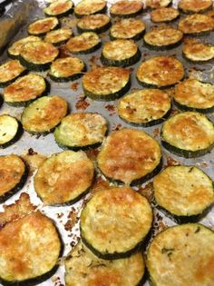 Baked Zucchini medium tablespoons butter, melted (or olive tablespoon fresh oregano or 1 teaspoon dried cup parmesan cheese, gratedsalt & pepperDi… Roast Zucchini, Zucchini Pizzas, Bake Zucchini, Recipe Zucchini, Baked Zucchini Chips, Baked Squash And Zucchini Recipes, Zuchinni Chips, Oven Roasted Zucchini, Zucchini In The Oven