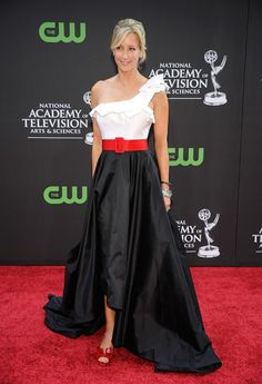 Lara Spencer in black-and-white asymmetrical gown and Valentino Couture bow peep-toe heels at the Annual Daytime Emmys, August 2009 Lara Spencer, Valentino Couture, National Academy, Peep Toe Heels, Awards, Ballet Skirt, Gowns, Black And White, Formal