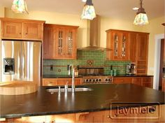 There are SO FEW photos with oak trim and oak cabinets everything