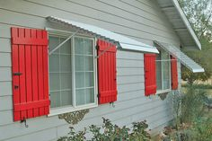 Read more: We discover a new one-stop source for 44 different styles of window awnings - Retro Renovation Red Shutters, Window Shutters, Bahama Shutters, Exterior Paint, Exterior Design, Exterior Shutters, Outdoor Shutters, Window Awnings, Retro Renovation