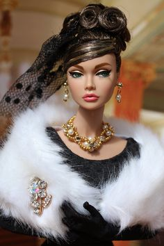 Dear Jocelyn mentioned yesterday that Star in the making Poppy would be great as an Audrey doll, which inspired me for this photo shoot. Glam Doll, Glamour Dolls, Beautiful Barbie Dolls, Pretty Dolls, Barbie Dress, Barbie Clothes, Diva Fashion, Fashion Dolls, Audrey Hepburn Barbie