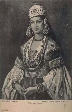 Jewish woman from Tetuan (Morocco) wearing traditional costume and jewlry