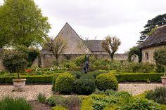 Garden Sculptures - Inspiration (houseandgarden.co.uk)
