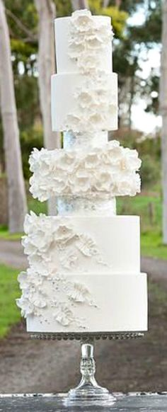 Cake Art Project White Weddings 56 New Ideas Wedding Cake Boards, Tall Wedding Cakes, Creative Wedding Cakes, Luxury Wedding Cake, Wedding Cake Designs, Wedding Cupcakes, Wedding Cake Toppers, Wedding Ideas, Adventure Time Cakes