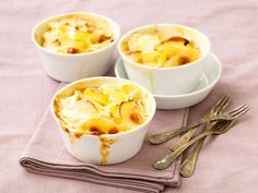 Kermaperunat - sliced potatoes with cream Sliced Potatoes, Mashed Potatoes, Macaroni And Cheese, Pudding, Cooking Recipes, Cream, Ethnic Recipes, Desserts, Food