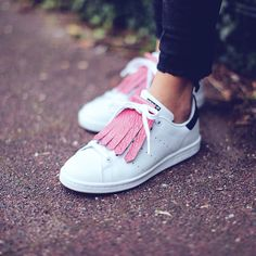 Sneakers For Girl : Kiltie rose Adidas Stan Smith Girls Sneakers, White Sneakers, High Top Sneakers, Rose Adidas, Baskets, Sporty Chic, Sneaker Boots, Mode Style, Adidas Stan Smith