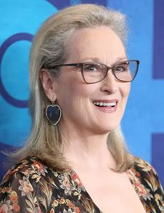 Guys, Get This: Meryl Streep's Real Name Is the Same as Her Character's on Big Little Lies Haircuts For Medium Hair, Short Hairstyles For Women, Cool Hairstyles, Modern Hairstyles, Medium Hairstyles, Meryl Streep, Short Thin Hair, Short Hair Styles, Curl Hair With Straightener