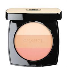 La nuova collezione Chanel, regala al viso un tocco illuminante, esaltando l'incarnato naturale e coprendo le piccole imperfezioni.http://www.sfilate.it/227544/make-up-chanel-les-beiges-linea-acqua-sapone
