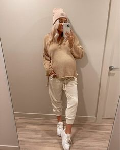 Casual Maternity Outfits, Stylish Maternity, Mom Outfits, Maternity Wear, Family Outfits, Spring Maternity Fashion, Pregnancy Looks, Beautiful Pregnancy, Pregnancy Photos