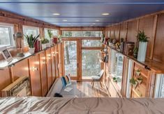 Nashville-based New Frontier Tiny Homes have presented the Cornelia Tiny House, a multi functional home that works as a writing studio, library, and guesthouse. Commissioned by international bestselling author Cornelia Funke, the tiny house features Tiny House Swoon, Tiny House Living, Tiny House Plans, Tiny House On Wheels, Layouts Casa, House Layouts, Tiny House Layout, Tiny House Design, Tiny House France