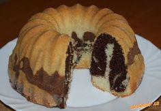 1/ Bábovkovou formu vymazat máslem a vysypat moukou nebo kokosem.2/ Troubu předehřát na 150°C. Muffin, Breakfast, Food, Morning Coffee, Essen, Muffins, Meals, Cupcakes, Yemek
