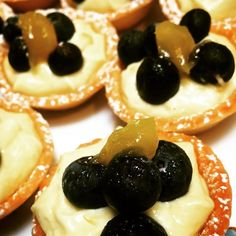Little lemon and blueberry tartlets for morning tea ☕️ love that I can claim they are a serve of fruit Thanksgiving Food, Healthy Desserts, Sweet Recipes, Catering, Blueberry, Smoothies, Sweet Tooth, Cheesecake, Lemon