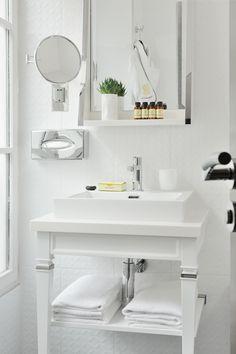 Pour un lave main dans les WC avec coiffeuse de récup' + lavabo moderne et carré