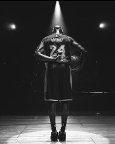 I love basketball and mostly watch KU and the NBA. Over the years of watching basketball my favorites have been Kobe and Jordan. Sad sad day and I feel terrible for Kobes family. Kobe Bryant 8, Kobe Bryant Family, Kobe Bryant Michael Jordan, Nba Players, Basketball Players, Basketball Art, Kobe Bryant Dear Basketball, Sports Teams, Soccer