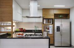 Decoração de: Cozinha - armários de madeira; Casa de Valentina