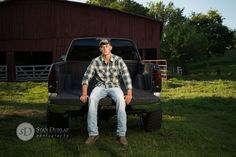 "Hendersonville Photography / Senior Portraits / Country Man Brennan | Hendersonville TN Senior Portrait & Wedding Photography by Stan Dunlap <a href=""http://blog.sdphotographs.com"" rel=""nofollow"" target=""_blank"">blog.sdphotograph...</a>"