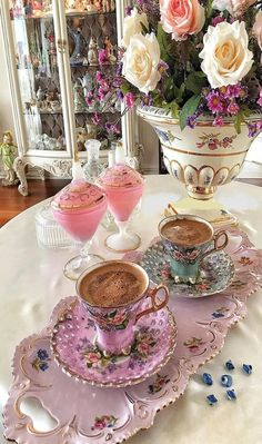 Coffee Cup Set, I Love Coffee, Coffee Cafe, Best Coffee, My Coffee, Coffee Drinks, Coffee Presentation, Pink Sweets, Good Morning Coffee