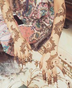 Cute Henna Designs, Henna Flower Designs, Arabic Henna Designs, Mehndi Designs For Girls, Flower Henna, Wedding Mehndi Designs, Mehndi Art Designs, Mehndi Images, Henna Tattoo Hand