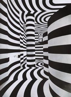 Assurément chic, osez les rayures noires et blanches dans votre intérieur ! Ces lignes géométriques sauront dynamiser vos pièces tout en les structurant av