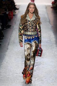 Guarda la sfilata di moda Jeremy Scott a New York e scopri la collezione di abiti e accessori per la stagione Collezioni Autunno Inverno 2017-18.