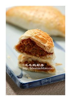 【Savoury Puff Pastry Meat Dumplings】 by MaomaoMom This home made puff pastry meat dumplings are worth the efforts. Chinese Home Cooking Recipes, Asian Cooking, Home Made Puff Pastry, Meat Recipes, Snack Recipes, Puff Pastry Recipes, Bread And Pastries, Asian Desserts, Easy Bread