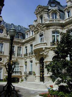 At Parc Monceau.