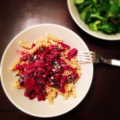 Rote Beete Pasta, yumyumyum #veggies #rotebeete #pasta #foodies #instafood #vienna #austrianblogger @diebackladies Vienna, Foodies, Cabbage, Pasta, Sweets, Vegetables, Brioche, Bread Baking, Food Food