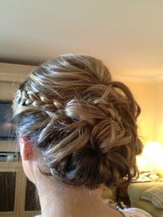 bridesmaid hair Oh look!  Another braid!  ;)