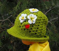 Tavaszi epres kalap   rendelhető: idozsaster@gmail.com Knit Crochet, Crochet Hats, Cute Hats, Knits, Knitting, Sewing, How To Make, Crafts, Dressmaking